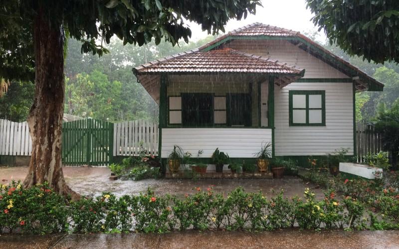 Mid-western Home in Rainforest Brazil